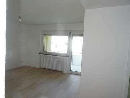 Frisch renovierten Zweizimmerwohnungen mit Blick ins Grüne in Duisburg, eine von 2 nebeneinanderlieg