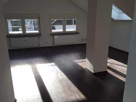 Supersüße Single-/Pärchen-Wohnung unterm Dach - ab 1.5. frei