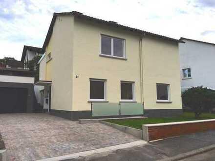 Freistehendes Einfamilienhaus in begehrter Lage mit großzügigem Garten und Schlossblick