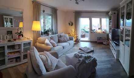 Vollständig renovierte 3,5-Zimmer-Wohnung mit Balkon und EBK in Aichelberg