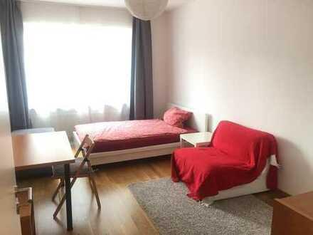 Biete 1,5 möbliertes Zimmer für eine Person in 2er-WG in 3-Zimmer-Wohnung in der Altstadt München