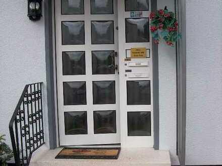 Preiswerte, neuwertige 4-Zimmer-Wohnung mit Balkon in Neunkirchen/Saar