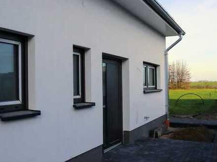 Erstbezug mit EBK: attraktives Reihenhaus mit vier Zimmern in Wettmershagen, Calberlah