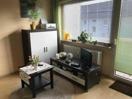 Teilmöblierte, sehr gepflegte und schön geschnittene Wohnung mit Einbauküche, Balkon und Keller