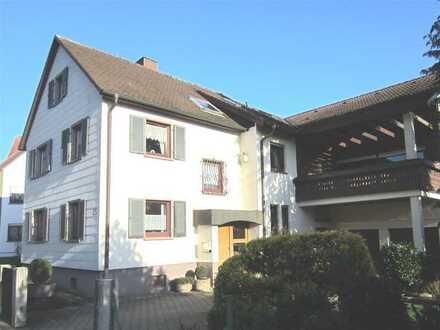 Attraktives Zweifamilienhaus auf großem Grundstück in Au am Rhein