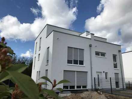 Große moderne Doppelhaushälfte mit Dachterrasse