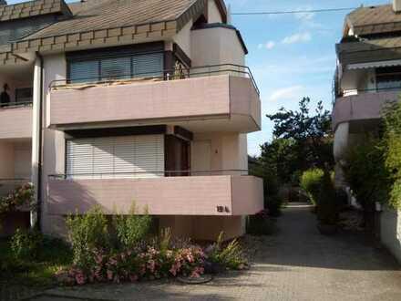 Gepflegte 3-Zimmer-Hochparterre-Wohnung mit Balkon und Einbauküche in Meersburg