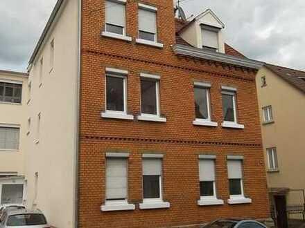 Schöne DG-Wohnung in ST-Zuffenhausen, gut WG-geeignet