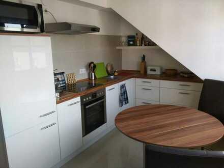 Neuwertige Dachgeschosswohnung, 1,5 Zimmer mit Einbauküche in Landau in der Pfalz