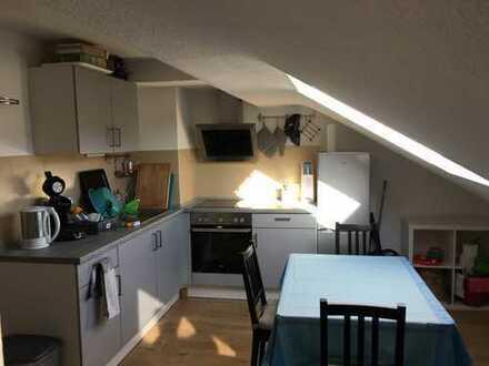 für eine WG: neu renovierte 3 Zimmer-Wohnung mit Einbauküche