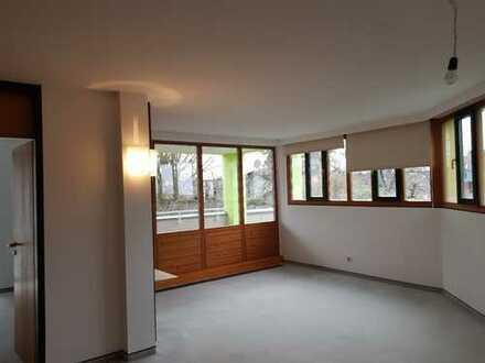 Attraktive, teilmöblierte 2-Zimmer-Wohnung mit Balkon und Einbaukücheinbauküche in Selb