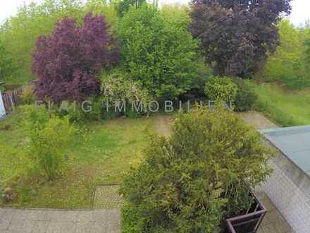 TOP LAGE! Geräumige 3-Zi-Wohnung mit Garten, Stellplatz, Tageslichtbad, großer Balkon mit Schiebetür