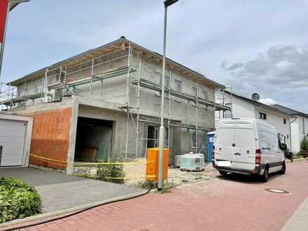 Neubau Erstbezug: 4-Zimmer-Wohnung mit Terrasse und Garten