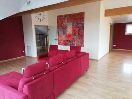 Einmalige Gelegenheit: Sehr helle 5-Zimmer-Maisonette-Wohnung, Gartenanteil mit Bachzugang