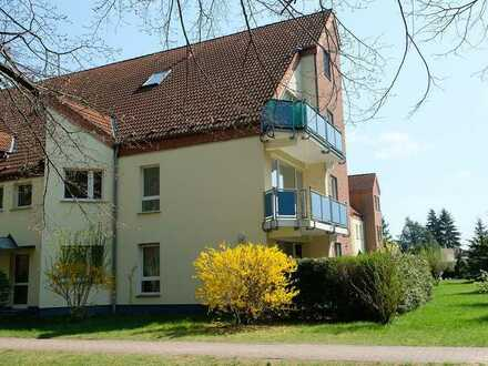 Modernisierte 4-Raum-Wohnung mit Balkon und Einbauküche in Grünheide