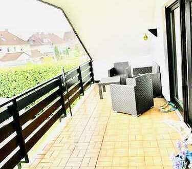 Modernisierte 2-Raum-DG-Wohnung mit XXL Loggia /Balkon u. Einbauküche am Schwerter Wald