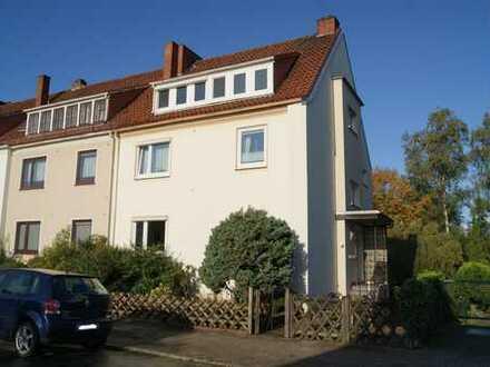 * FINDORFF   Klassische 2- Zi. Wohnung mit EBK in schöner Lage