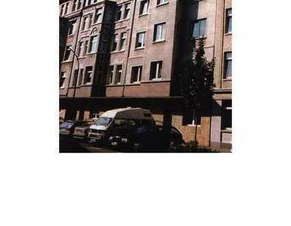 Schöne helle und großzügige 2 Zimmer Wohnung mit Laminat- / Vinylboden, Wannenbad