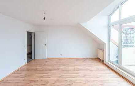 Heinze-Immo(IVD): 98m² Wohnfläche + 30m² Spitzboden: Renovierte 4-Zi-Maisonette. z. Soforteinzug