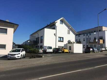 Neuwertige Wohnung mit drei Zimmern und Loggia in Saulheim