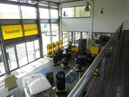 Repräsentative Gewerbeeinheit mit ca.46 Parkplätzen - Ideal als Autohaus, Werkstatt etc.