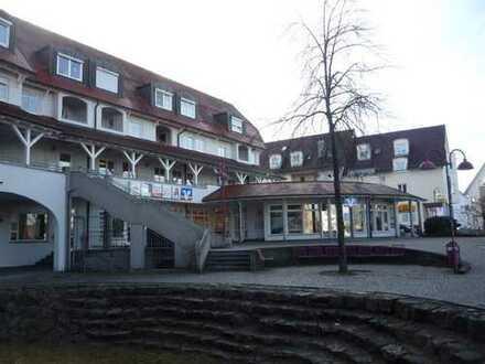 Ladeneinheit mit 5 Einzelgaragen im Zentrum von Baindt