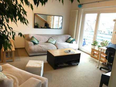 Sonniges möbliertes 15 qm Zimmer in ruhiger 2-er WG mit Balkon