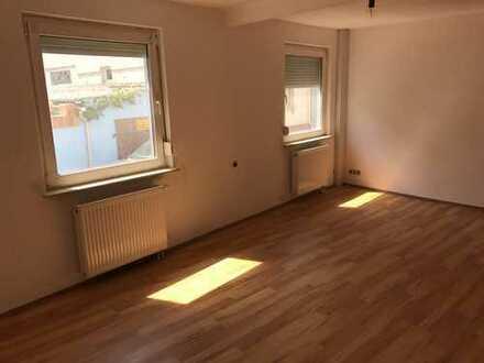 2 Zimmer, Küche und neues Badezimmer!