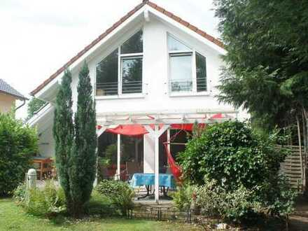 Freistehendes Einfamilienhaus mit Einliegerwohnung in Königswinter-Stieldorf