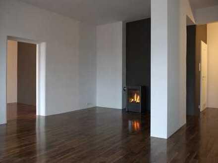 Stilvolle, vollständig renovierte 2,5-Zimmer-Wohnung mit Einbauküche in Au, München