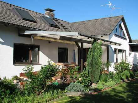 Attraktive 4-Zimmer-EG-Wohnung mit überdachter Terrasse in Graben