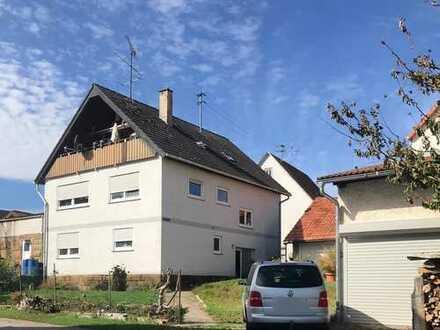 Einfamilienhaus mit Nebengebäude, Garage und Stellplatz