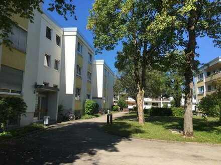 Schöne, ruhige 4-Zimmer-Hochparterre-Wohnung mit Balkon plus Hobbyraum in Solln, München