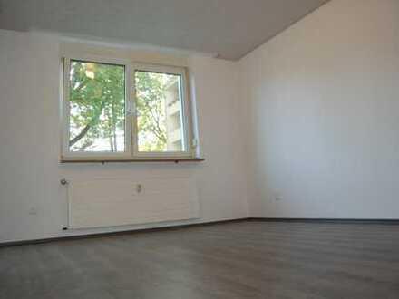 *Erstbezug nach Renovierung* Schöne 4 Zimmer Wohnung im EG nmit Balkon