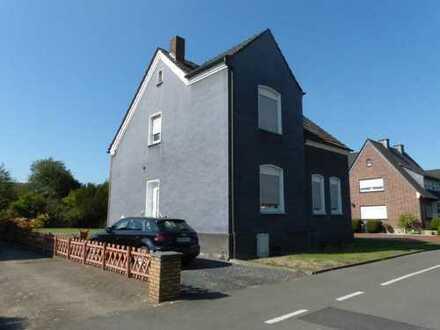 Freistehendes Einfamilienhaus mit Baugrundstück in ruhiger Lage