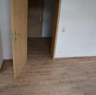NEU !! renovierte helle 2 Zimmer-Wohnung mit neuem Boden sucht Nachmieter
