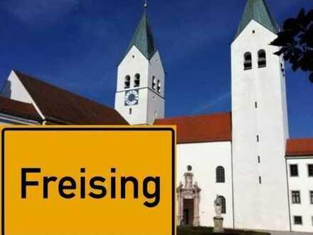 Freising: Gut geschnittene 4-Zimmer Wohnung mit Loggia