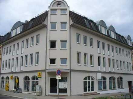 Praktische Gewerbeeinheit mit großer Fensterfront und separaten Eingang zu vermieten