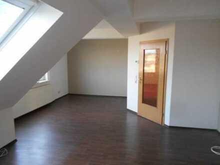 Schöne geräumige Dachgeschosswohnung in Bahnhofsnähe zu vermieten!