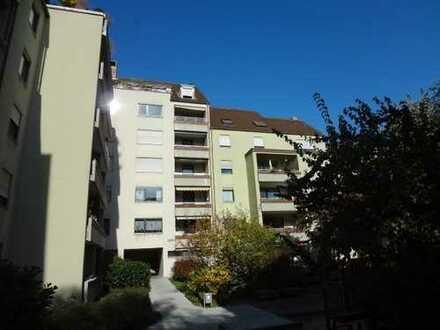 Top renovierte 3 Zimmer-Wohnung mit TG, Balkon und EBK im Niebelungenviertel - Nürnberg