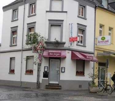 Ladenlokal mit Wohnmöglichkeit auf der Berrenratherstraße 242 in Köln-Sülz zu vermieten