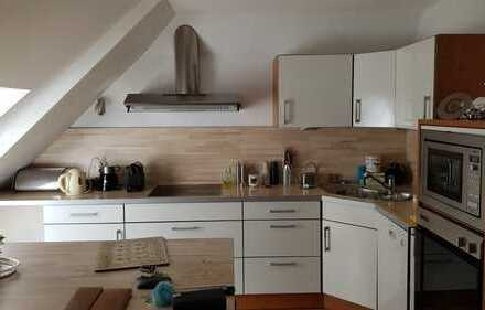 Stilvolle, gepflegte 3-Zimmer-DG-Wohnung mit Balkon und EBK in Wuppertal