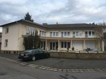 TRAUMBLICK: Neuwertige Wohnung mit zwei Zimmern und Balkon in Bad Münster