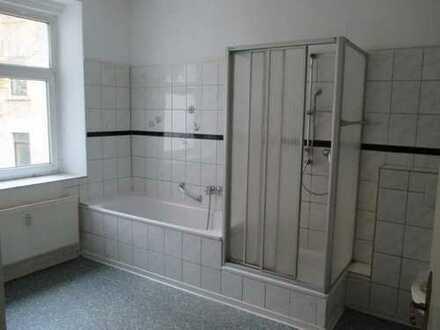 Schön und absolut günstig wohnen - 4-Zimmer-Wohnung mit Wanne und Dusche - in Plauen (Südvorstadt)