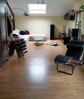 Helle Dachgeschoß-Wohnung 2 - 3 Zimmer Kurpark Nähe