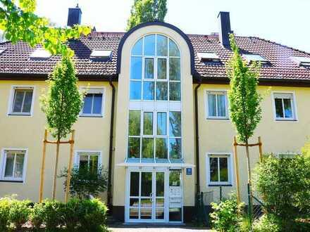München-Bogenhausen! Sonnige, wunderbar helle 2-Zi.-Gartenwohnung in S/W-Lage mit großem Hobbyraum!