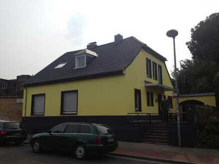 Schönes kernsaniertes Haus mit zehn Zimmern und Nebenhaus in Krefeld, Dießem/Lehmheide