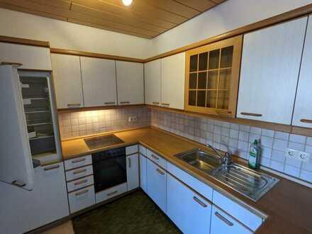 Seniorenwohnung ab 65, Sonnige, renovierte 2,5-Zimmer-Whg mit Balkon & Einbauküche in Fichtenberg