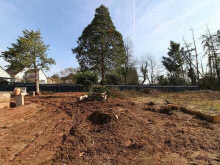 Baugrundstück / Baulücke mit Baugenehmigung für großes EFH und Pool