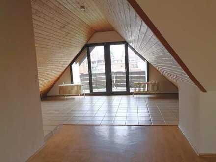 Erstbezug nach Sanierung: attraktive 2,5-Zimmer-DG-Wohnung mit Balkon in Mönchengladbach